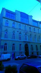Aradi utca - Homlokzat felújítás és homlokzati nyílászáró csere 5