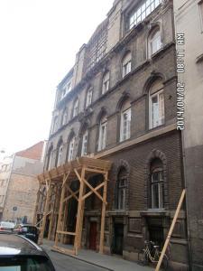 Aradi utca - Homlokzat felújítás és homlokzati nyílászáró csere 7
