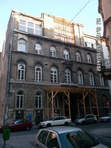 Aradi utca - Homlokzat felújítás és homlokzati nyílászáró csere 8